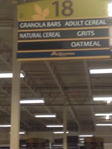 Et skilt i gangen i et supermarked... læg mærke til, at der er morgenmad... for voksne...